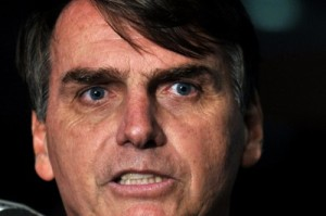 Bolsonaro defendendo os ,mesmos atos do Annonymous. Aí tem!!