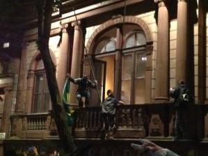 Depois de roubar e queimar bandeiras do museu,vândalos depredaram o Museu Julio de Castilhos