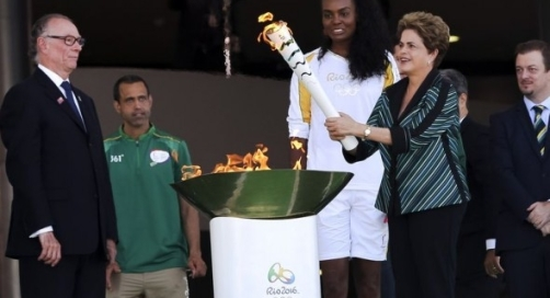 Dilma acende a chama olimpica