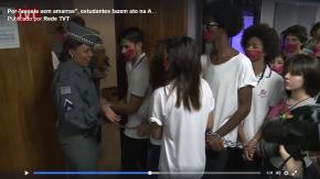 Por uma Escola Sem Amarras: Quando os alunos é que dão aula(Vídeo)