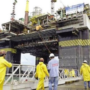 Importar plataformas é parte do desmonte do setor navalbrasileiro
