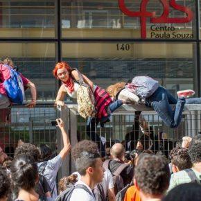 Os jovens estudantes ocupam escolas e se assumempoliticamente…