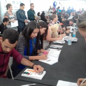 """Jovens Aprendizes lançaram livro na Feira do Livro. É """"A Aprendizagem em Prosa eVerso""""!"""