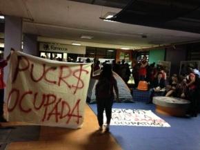 Alunos ocupam áreas da Faculdade de Comunicação da Pucrs contra PEC55