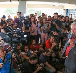 """Lula aos estudantes: """"eu não voudesistir"""""""