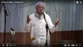 """""""O capitalismo não compra o abraço entre pessoas com o mesmo sonho"""" (Thiago de Mello) –Vídeo"""
