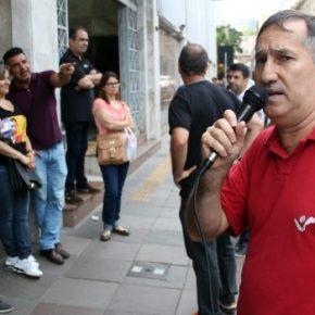 Contra a venda do BANRISUL, Sindicato faz manifestação de alerta a bancários em frente a sede doBanco