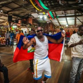 Trabalhadores haitianos migrantes são homenageados pelo Sindicato da Construção Civil de PortoAlegre