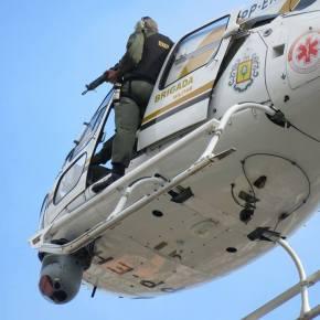 Em Helicóptero do SAMU do RS, soldado de carabina em punho, ameaça servidores emmobilização