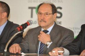 Pedido de impeachment de Sartori chega à presidência daAssembleia