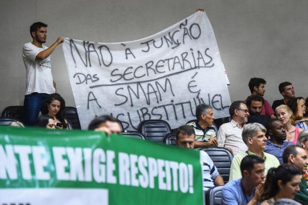 Manifestantes na Câmara de Vereadores, dia 22 de dezembro, protestaram contra proposta de extinção da SMAM, apresentada pelo governo de Néson Marchezan Jr. (PSDB). (Foto: Ederson Nunes/CMPA)