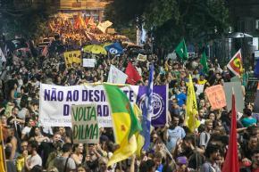 Porto Alegre:Marcha reúne milhares e mostra unidade inédita contra reformas deTemer