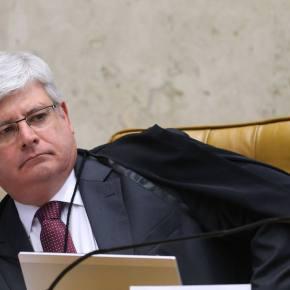 Janot entra com ação para suspender lei daterceirização