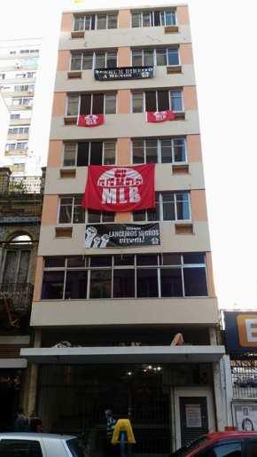 Ocupação Lanceiros negros renasce e mostra prédios  que não cumprem função social em PortoAlegre