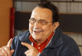 Senador Paulo Paim homenageia Carlos Araújo no Senado(Vídeo)