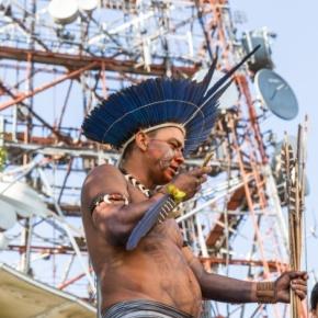 Índios Guarani desligam antenas de TV e celular em São Paulo duranteprotesto