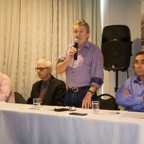 Queda de arrecadação é golpe político e contábil de Sartori concluem participantes de debate em SãoLeopoldo