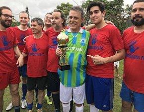 Advogados que jogaram com Chico Buarque lutam pelofair playfora decampo