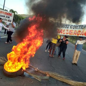 VÍDEO:POVO DA LOMBA DO PINHEIRO FAZ PROTESTO CONTRA MÁ GESTÃO DEMARCHEZAN
