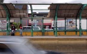 Sem conservação, mas com carregadores de celular, Paradas de ônibus de POA serão de 1ºmundo