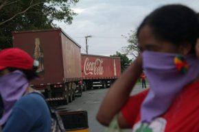 """Movimentos sociais ocupam Coca-Cola em Brasília e alertam: """"nossas águas não estão àvenda!"""""""