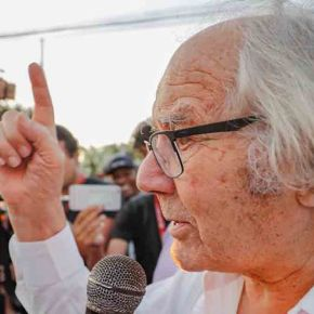 Após ser impedido de visitar Lula, Nobel da Paz denuncia ao mundo que Lula é presopolítico