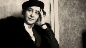 Hannah Arendt explica como a propaganda se utiliza da mentira para desgastar amoralidade