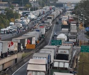 Caminhoneiros: greve ou lockout?
