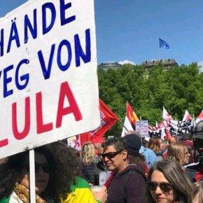 Manifestantes pelo mundo vão às ruas no 1º de maio para pedir liberdade deLula