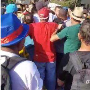 Ação pacifica da Segurança da vigília #LulaLivre evita linchamento de fascista tresloucado(Vídeo)