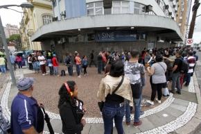 Apenas no último mês, Rio Grande do Sul perdeu mais de 10 mil postos de trabalho com CarteiraAssinada