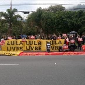 Catarinenses protestam contra visita de Sérgio Moro emFlorianópolis.