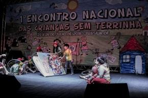 Crianças sem terrinha criticam cortes na educação em EncontroNacional
