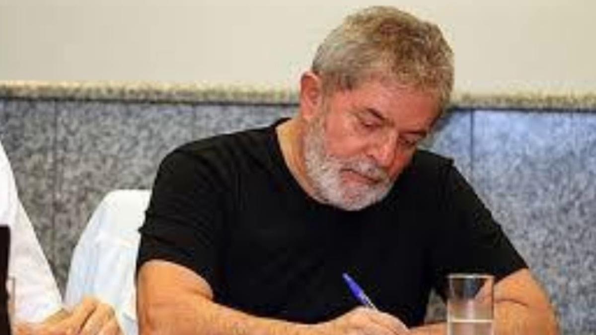 """""""Afaste de mim este cale-se"""": Leia o artigo do Presidente Lula na íntegra"""