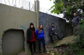 Na Porto Alegre dos tucanos, constroem um muro para que crianças pobres não cheguem aescola