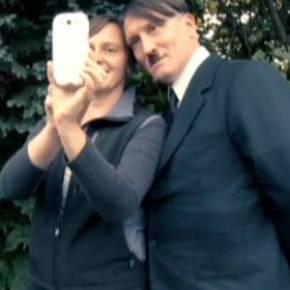 "O filme ""Ele esta de volta"" trás Hitler de volta. E pode ser no Brasil do Século21."