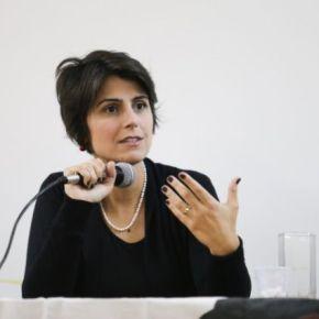 Manuela rebate Mourão: Brasil é construído pelo esforço de mães eavós