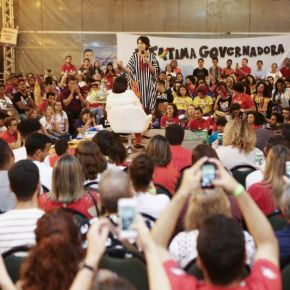 """Manuela: """"Não existe país desenvolvido sem a inclusão das mulheres""""! #EleNão.#HaddadSim!"""