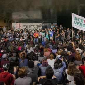 Estudantes da UFRGS organizam ações para 'sair da bolha' e conversar com eleitores de 'porta em porta'(Vídeo)