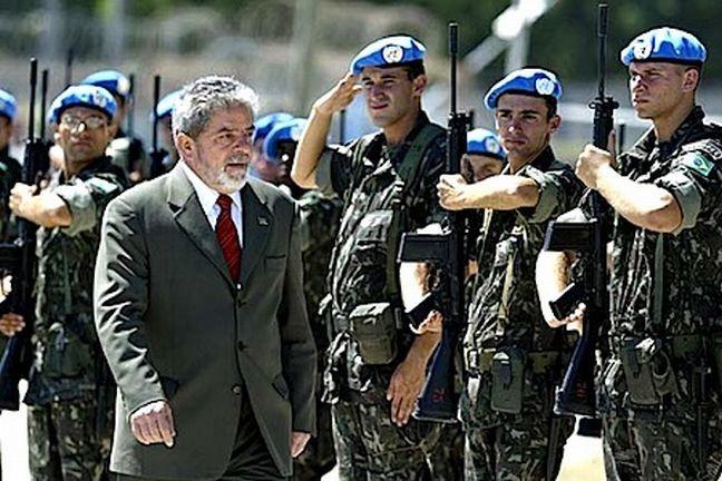 Resultado de imagem para Lula com militares