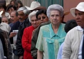 Aposentadoria dos brasileiros em perigo: No Chile aposentados mendigam nasruas
