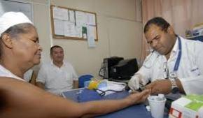 Jornal francês pergunta: Com saída de médicos cubanos, quem cuidará dos pobres noBrasil?