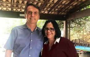 Antes mesmo de ser nomeada Ministra, Damares Alves é flagrada usufruindo de dinheiro público.Hipocrisia pouca ébobagem!