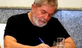"""Em entrevista à Kennedy Alencar,  Lula diz que o juiz Moro """"fez política e não justiça"""" ao sentenciá-lo.Leia:"""