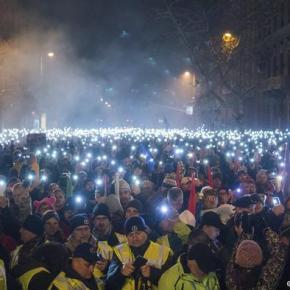 """A revolta húngara contra a """"lei dosescravos"""""""