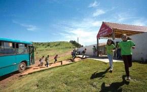 Governo Bolsonaro ameaça fechar escolas do MST que atendem mais de 200 milalunos