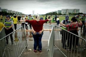 Numa sala sem janelas nem água: Jornalistas abandonam posse de Bolsonaro por falta decondições