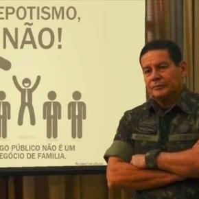 General Mourão posando de piadapronta