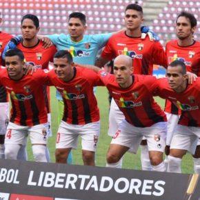Jogador de futebol da Venezuela rechaça tentativa de ataque de repórter brasileiro a Maduro ementrevista