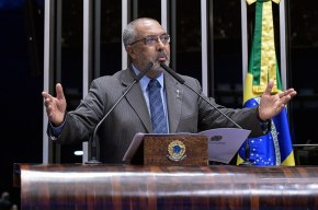 Senador Paim alerta para uso descontrolado de agrotóxicos no Brasil e no Rio Grande doSul